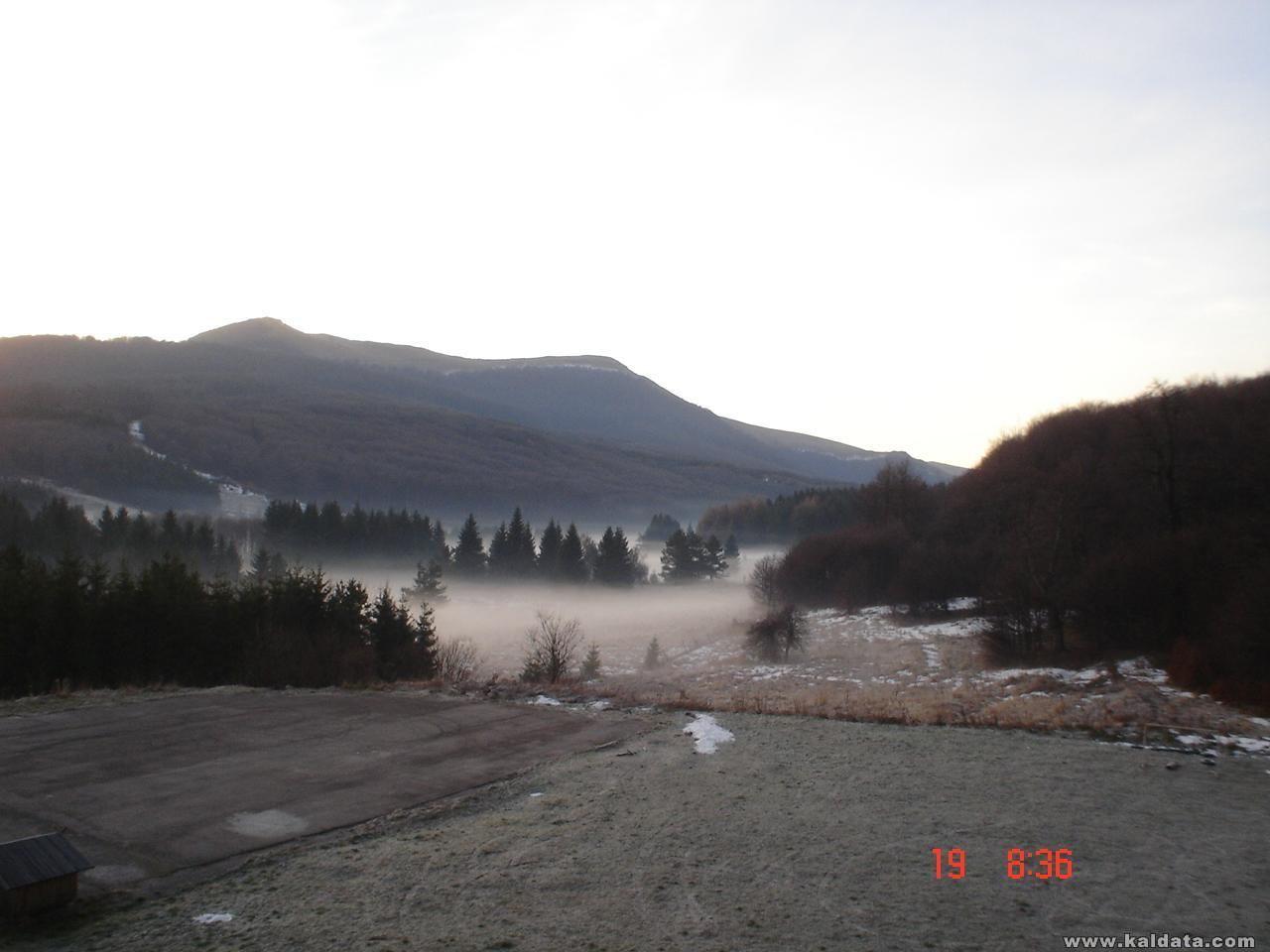 ранна утрин (изглед от хижа Узана)