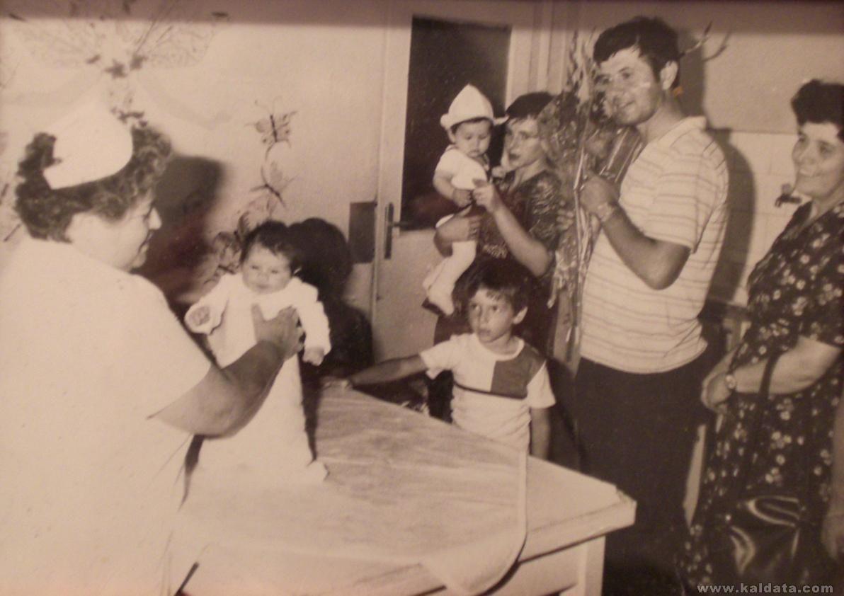 Момчил на 5 години гледа с ужас какво му е донесъл щъркела :