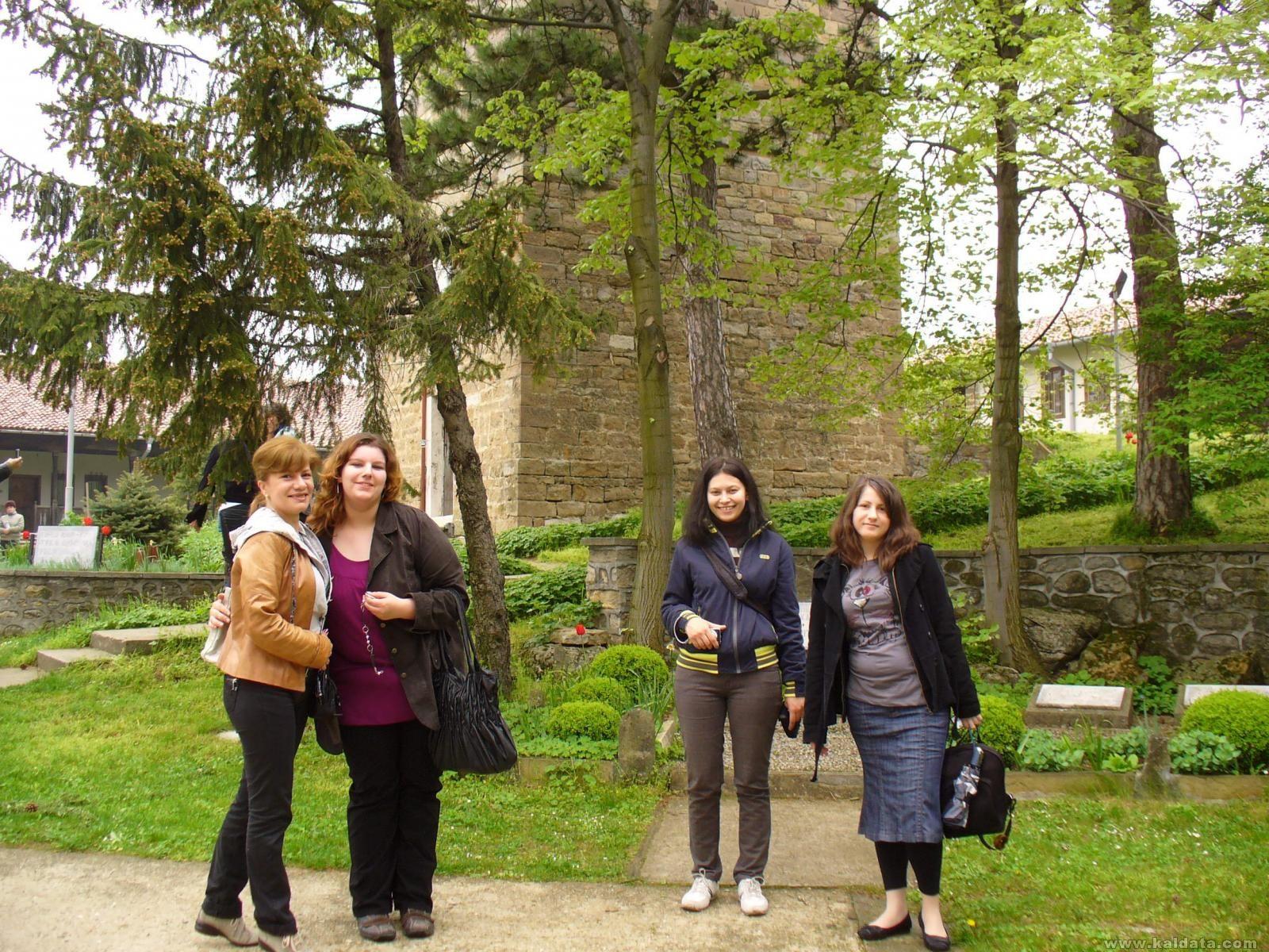 в двора на манастира