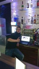 Barman in Restoran und Disco Felix