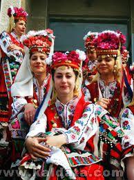 Тракийски девойки в народни носии