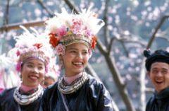 Девойки Донг в Китай с традиционните Донг носии