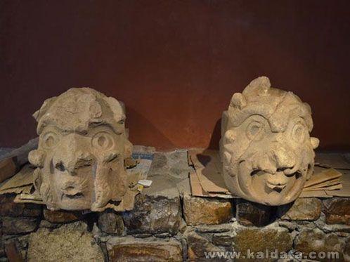 Главите Кабеза Клавос, Перу