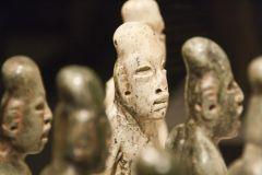 Олмекски фигури с издължени черепи