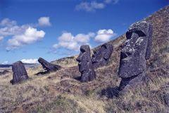 Моаи 2   глави от великденските острови