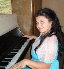 Анита Христова Трифонова изпълнява  сръбски песни