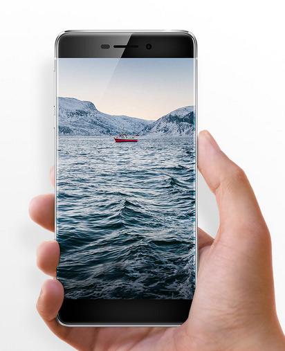 Според източници от индустрията, производителите на смартфони изпитват дефицит на