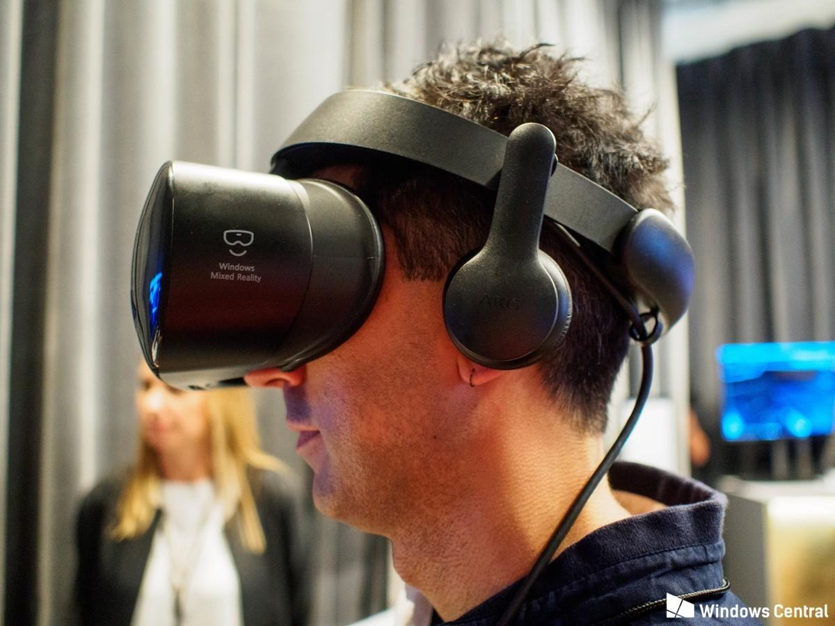 Компаниите Microsoft и Samsung анонсираха пускането на шлема HMD Odyssey