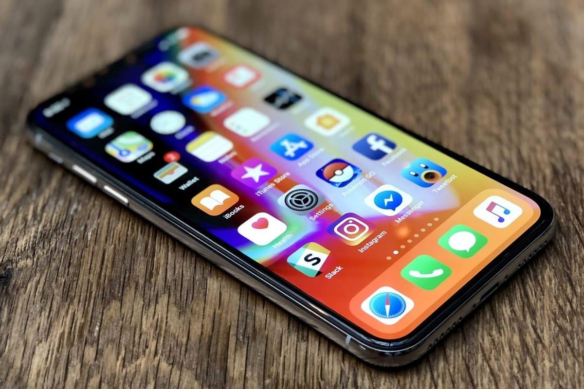 Нещо странно става с новия смартфон на Apple. Вече знаем,