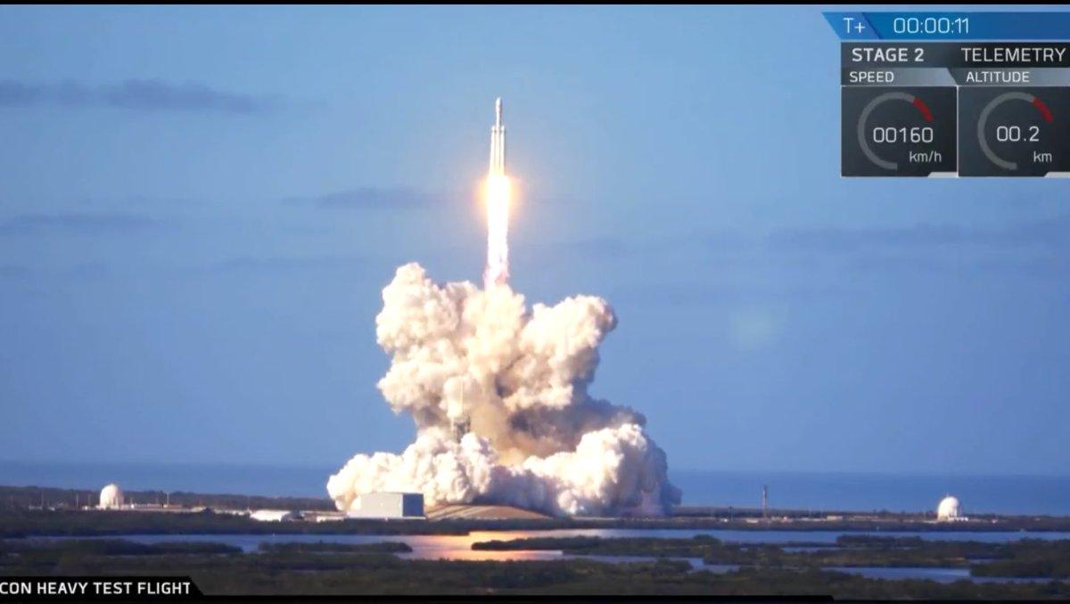На 6 февруари SpaceX успешно изстреля ракетата от тежък клас