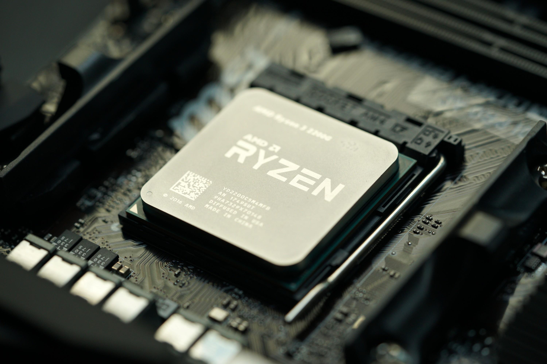 Вчера AMD обяви началото на продажбите на хибридните процесори AMD
