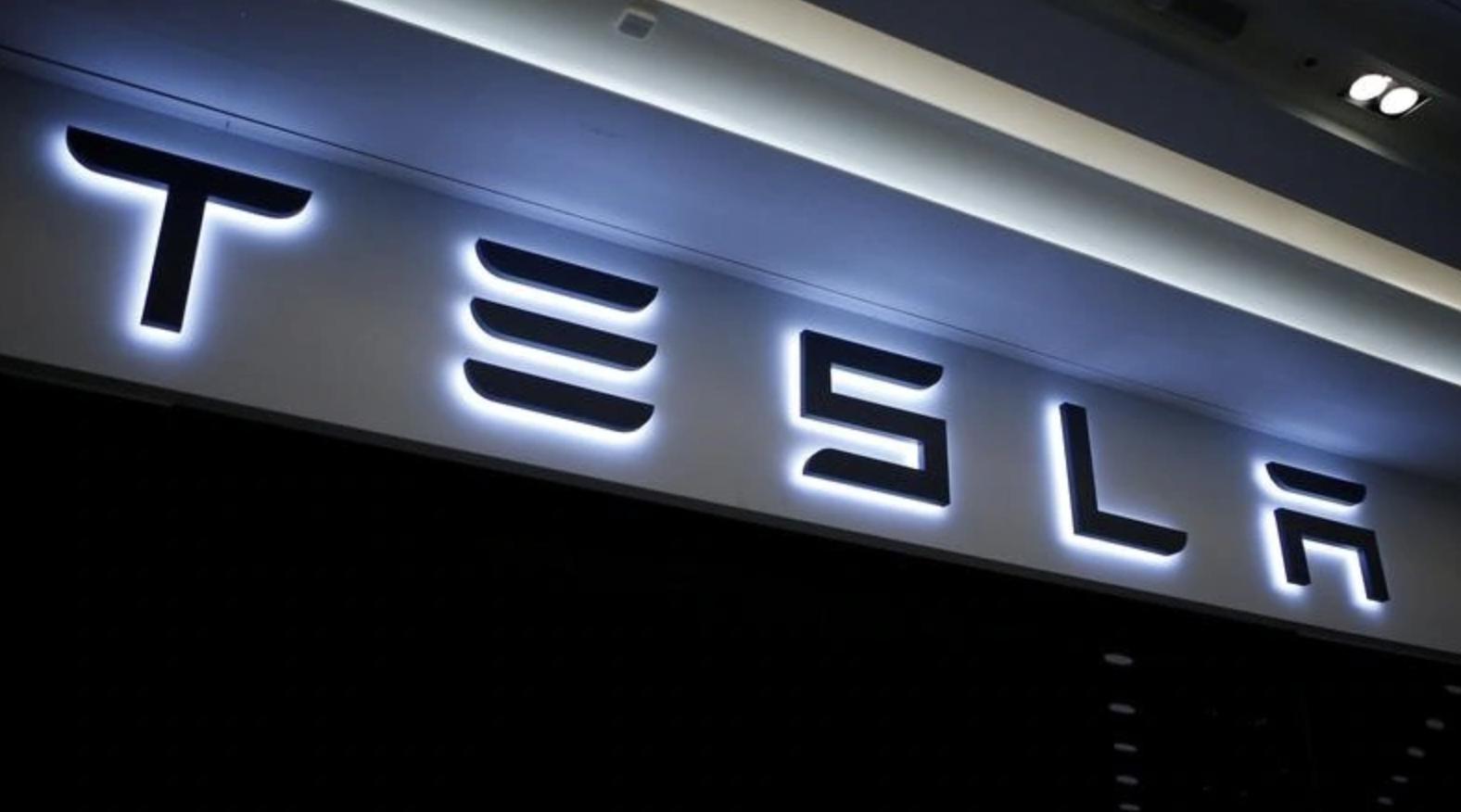 Tesla обяви в сряда, че е отворила първата си зарядна